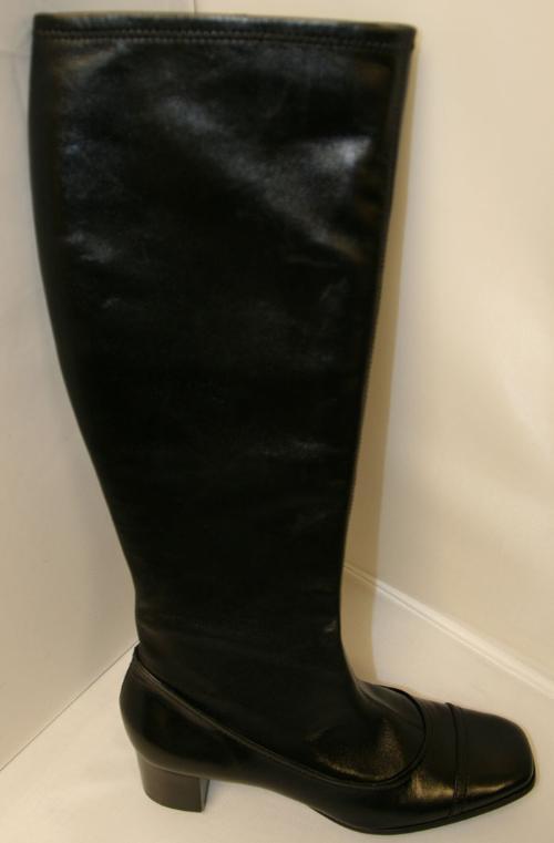 BCBG Elda boots